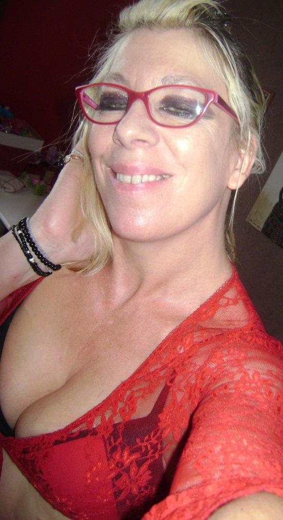 cc de moi hier :) en mode  51ans celib 2kl en moins lol *jme suis faite belle et sexy et heureuse :) pas de raison ke se soit autrement bisous bisous :)