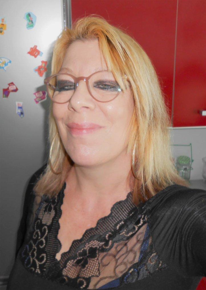 un ptit coucou   je vs souhaite une belle fin de journée bisous  bisous🥰🥰cc de aujourdhui je vous presente mes new lunettes 🥰😉😉