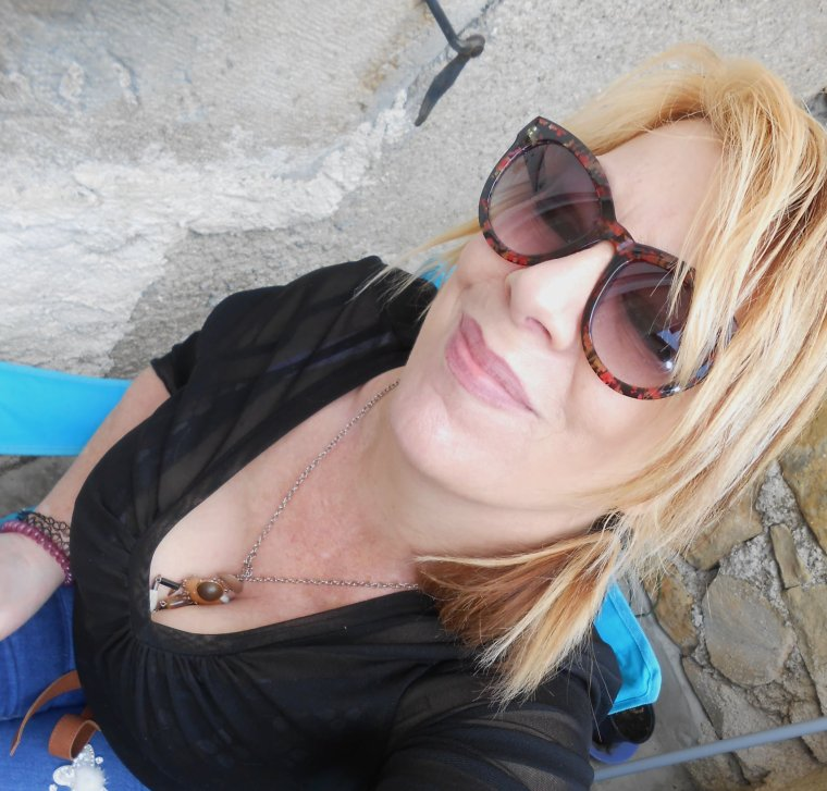 petit coucou de aujourdhui     bisous mes amis et profitez bien du beau soleil on adore 🥰🥰🥰🥰🥰☀☀☀☀☀😘😘😘😘😘 un super beau temps aujourdhui ❤❤☀☀☀☀☀😁😉😎😎😎