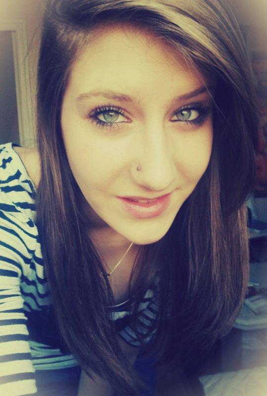 Derrière mon sourire il y a une histoire que tu ne comprendras jamais.