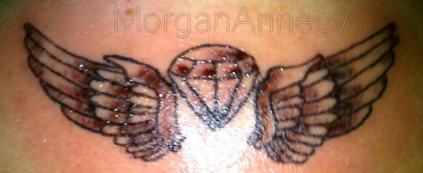J'me suis fait tatouer des ailes dans le dos, pour avoir l'honneur de voler au dessus de toi, sans quitter la terre ferme.
