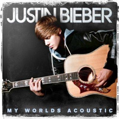 Justin annonce la sortie de My World Acoustic ... dans son lit !