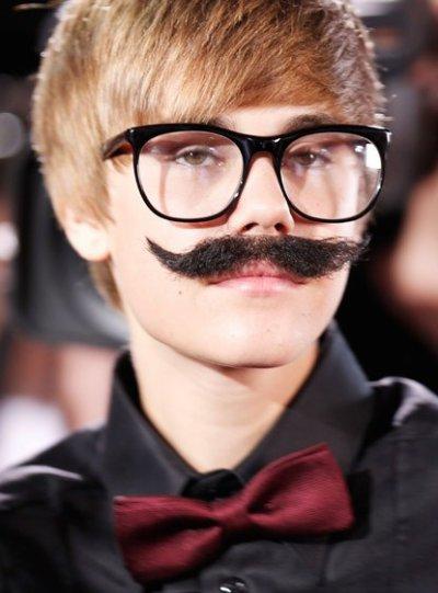 Justin avec une moustache !?