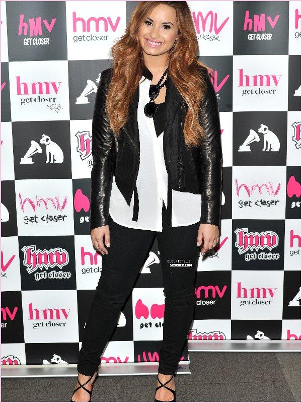 """Le 2 Avril, Demi a été photographiée sortant du restaurant chinois """"Hakkasan"""" à Londres."""