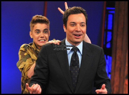 "Justin Bieber embrasse un mannequin dans l'émisson "" Late Night With Jimmy Fallon"", 05/02/13"