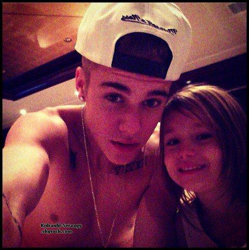Justin a l'air de bien s'amuser avec sa famille en Vacances !! :D