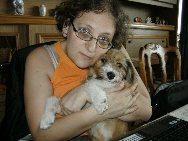 ma belle soeur avec son chiens cher ma mere