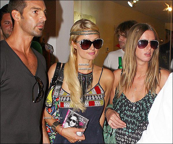 -[/align=center] 10 / 08 / 11     Paris  et sa soeur Nicky Hilton dès leurs arriver en Espagne à Ibiza elle faisait déjà la fête.  -[/align=center]