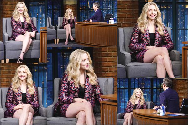 ''• '19/07/18:'' Amanda Seyfried était l'invité de Seth Meyers dans les studios de l'émission : « Late Night ». La jeune femme Lu' a aussi été s'acheter une petite salade. En ce qui concerne sa tenue, je lui accorde un petit top ! Quel est votre avis ?!
