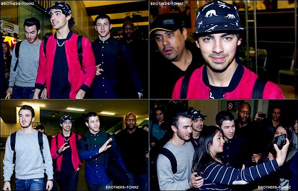 22 Janvier 2013 : Joe , Nick et Kevin a arrivés à l'aéreport du Mexique .