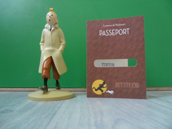 Figurine Tintin officielle, Tintin en trench-coat avec passeport d'authenticité et son livret