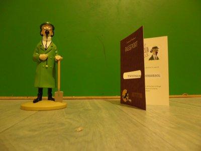Figurine Tintin oficielle Tournesol à la bêche avec son passeport d'authenticité et son livret