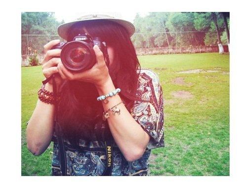 « Les photos sont des actes manqués, des paroles sous silence, des baisers refoulés, des sourires figés, des yeux qui se ferment.»