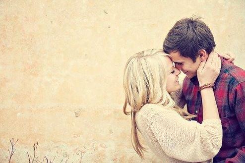 C'est parfois dans un regard, dans un sourire, que sont cachés les mots qu'on n'a jamais su dire.