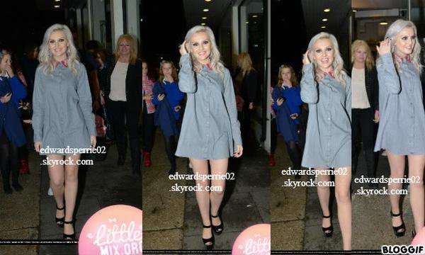 """le 26/09/2012 : perrie et jade ont été vus quittant Riverside Studios à Londres, Royaume-Uni après """"Celebrity Juice"""" tournage."""