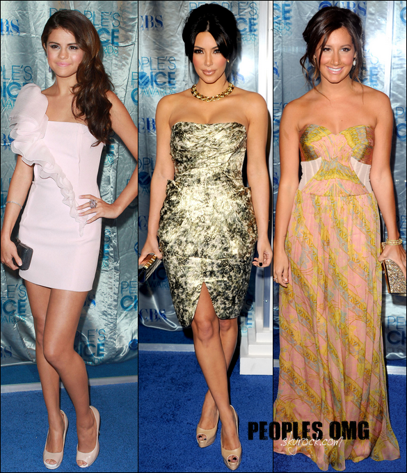.  PEOPLE CHOICE AWARDS DU 6 JANVIER 2011  Selena Gomez - Kim Kardashian - Ashley Tisdale  Laquelle a la plus belle robe? La moins belle?  .