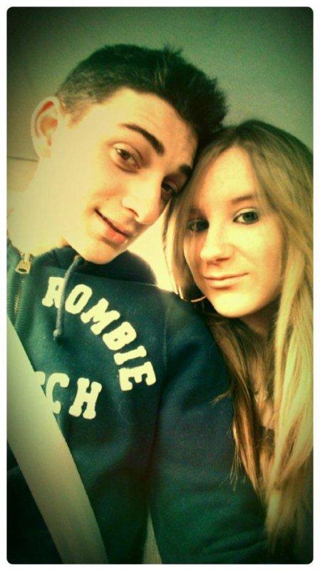 » _  Je t'aime pour t'aimer et non pour l'être en retour  ,  puisque rien ne me plaît autant que de te voir heureux (  ♥  )