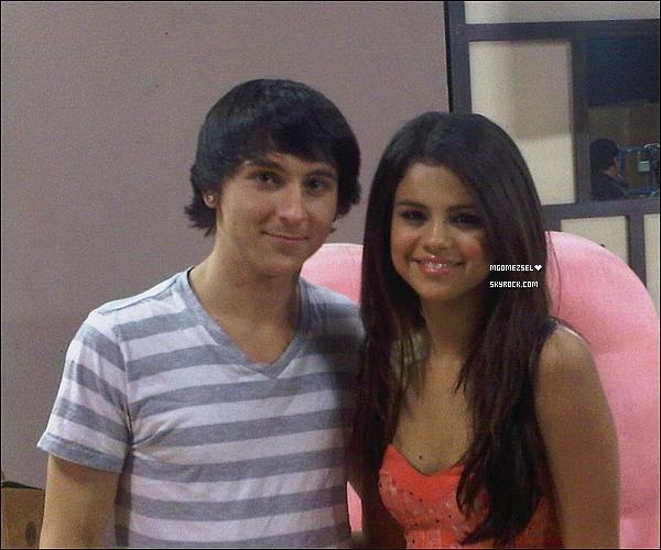 . Selena a enregistré une nouvelle émission pour Disney Channel appelée « Prankstars », avec Michele Musso Cette emission appellé « Prankstars » sera diffusé le vendredi 15 juillet 2011 prochain aus Etat-Unis .