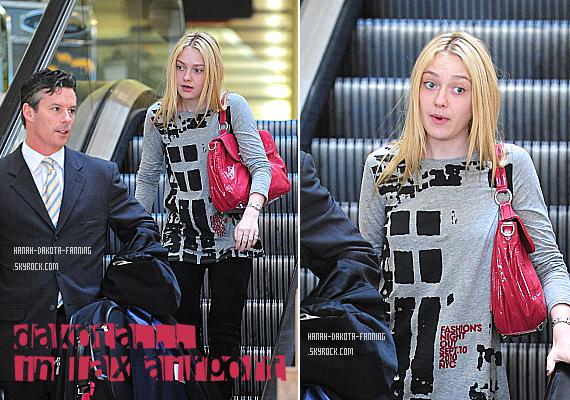 .  12/09/10 _ Dakota - être naturelle ça lui va si bien - a été aperçus encore une fois à l'aéroport de LAX .