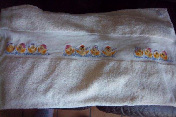 une grande serviette encours le theme les canards