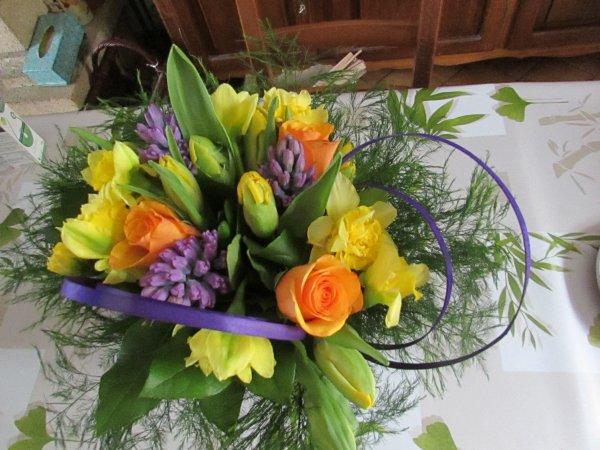 j'ai réalisé ce matin un bouquet rond de printemps
