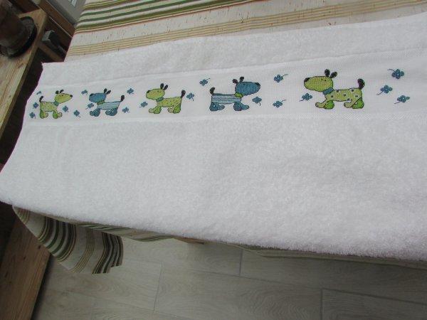 la broderie de la serviette de ma fille est finie