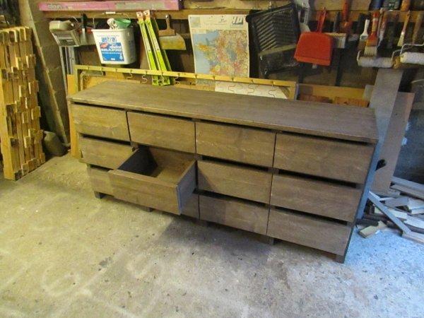 un meuble que mon mari a réaliser pour le mettre dans la verranda
