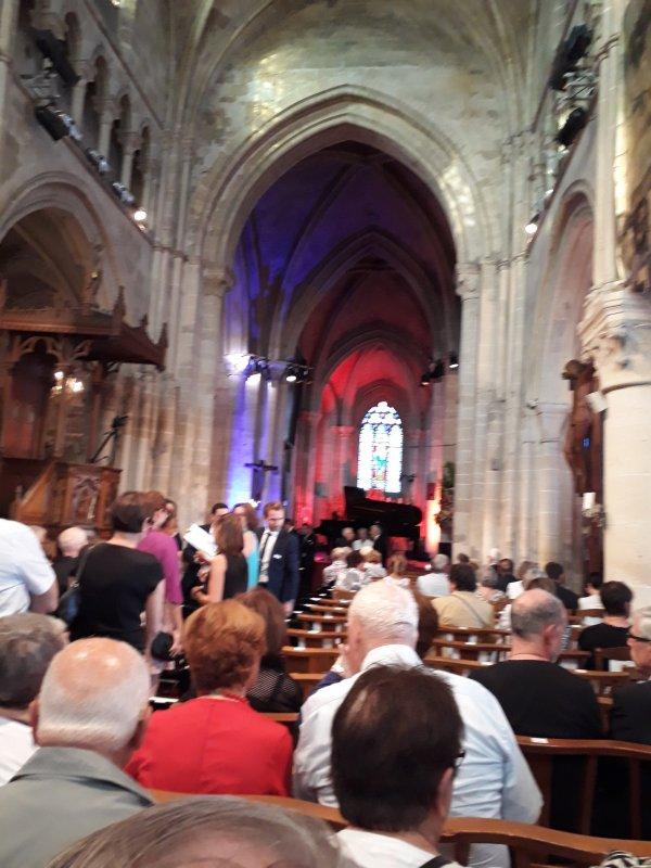 je suis allée mercredi 14 juin au festival à Auvers sur Oise concert de Miroslav  Kultyshev