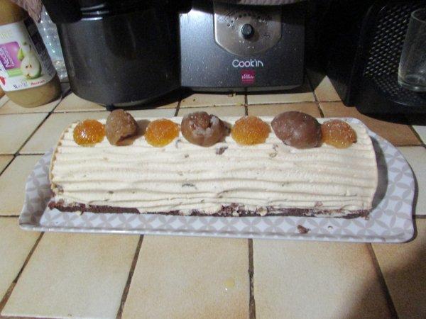 bon noël la bûche  marron et crémeux mandarine et pâte de fruit mandarine fait  maison