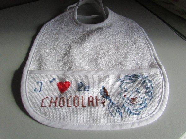 bavoir brode le petit garçon au chocolat