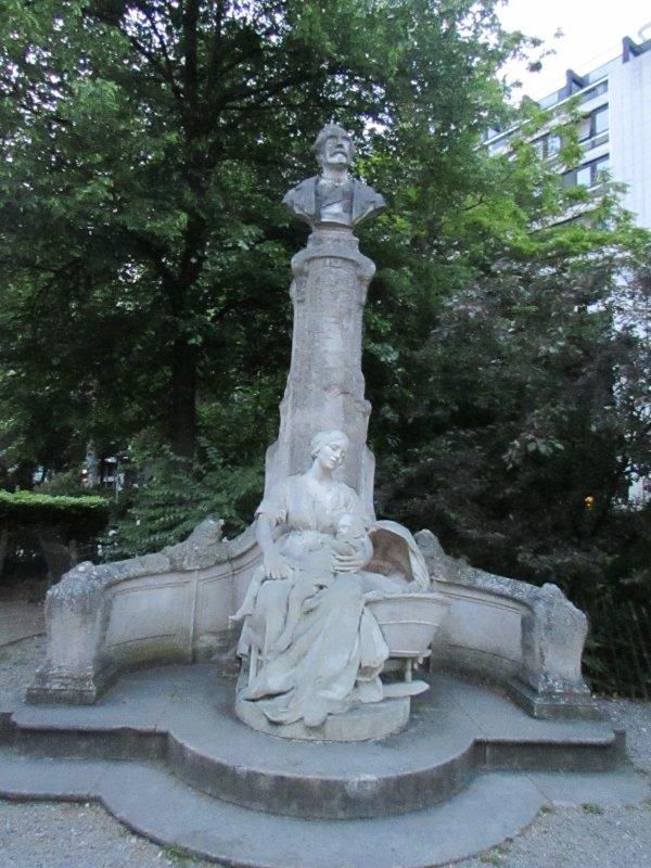 une autre statue à Lille le petit quinquin