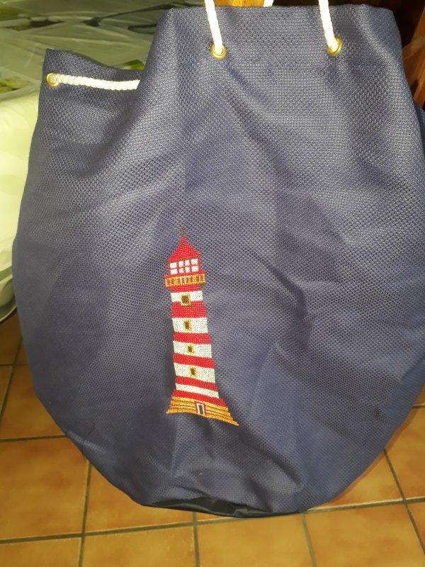 broderie encours sur mon sac le premier phare