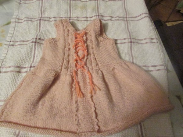 une petite robe pour ma prochaine petite fille qui va naître en décembre