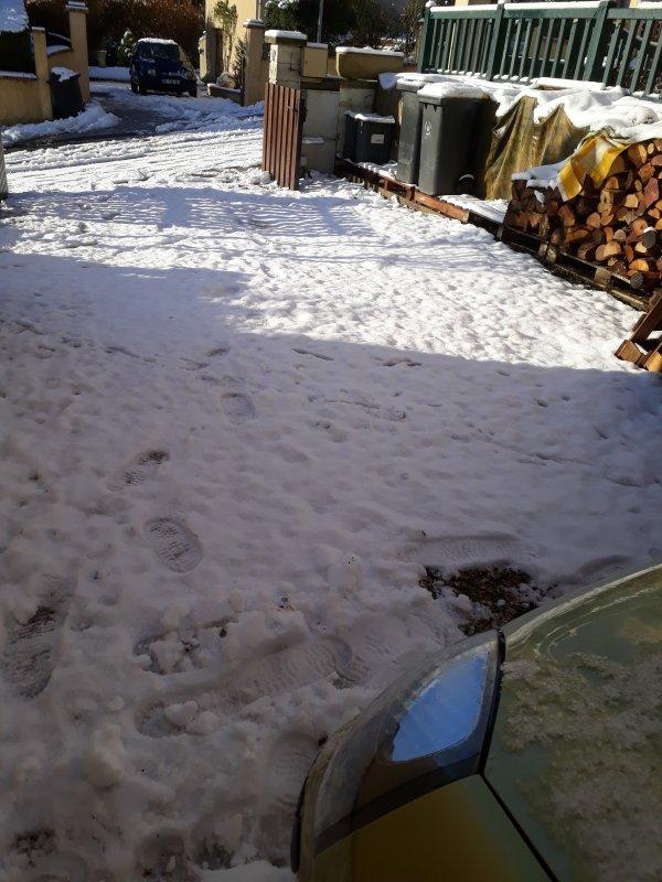 de la neige encore ce matin  ce matin il a neige dans la nuit