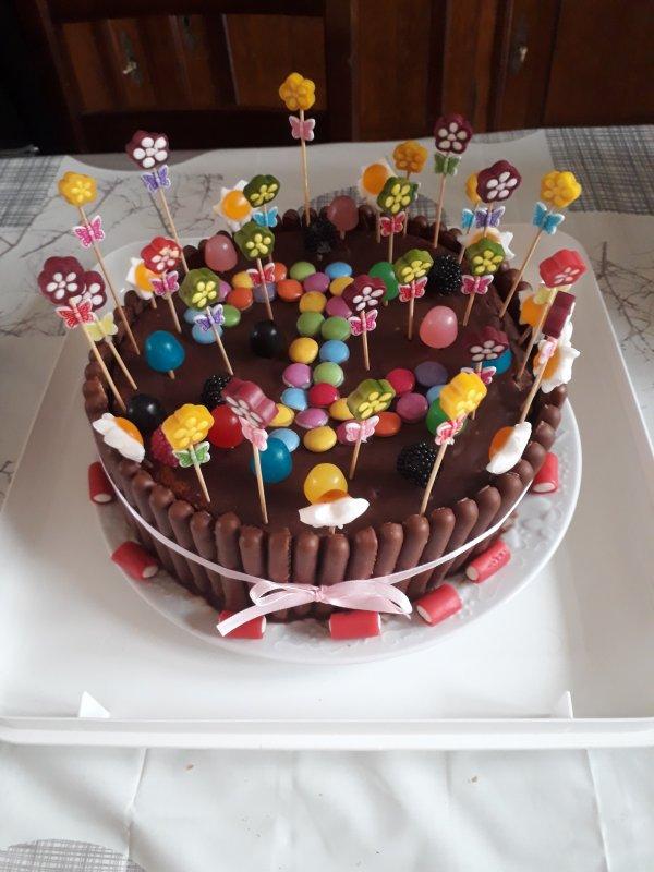 le gâteau au chocolat pour ma petite fille qui a fetait ses deux ans