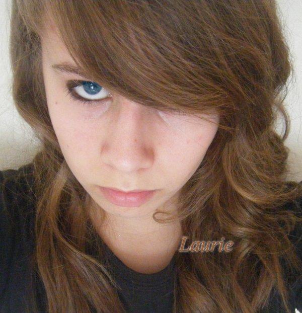 Elle se nomme Laurie; & Elle va pas te raconter sa vie ! ♥