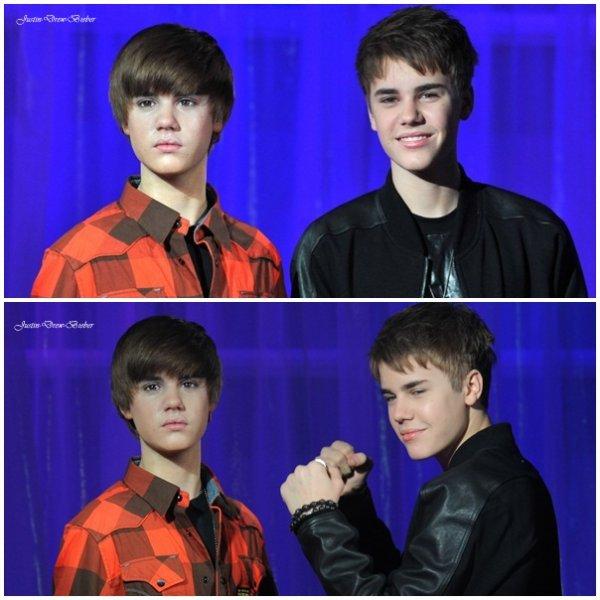 Justin ses rendu à Madame Tussauds à Londres pour posé avec sa statue de cire :) Vous pouvais remarquer sur la 1er photo que Justin à sa bague de pureté :) Et vous pouvais voir aussi celle de New York en dessous :)