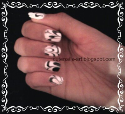 water marble nail art :black and white