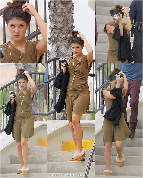 ______  ______• 8 Septembre  2010  • ______ Shenae était présente sur le plateau de 90210 pour tournée un épisode de la saison 3 avec ses co-stars.  ______