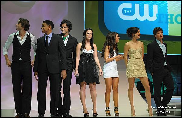 """______  ______• 21 Mai 2009  • ______Shenae et le cast de 90210 à la """"CW Upfront Party""""  ______"""