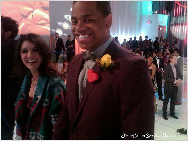 ______  ______• Twitter • ______Photo de Shenae & de Tristan Wilds qui à été posté sur twitter. Ils tournaient  ______l'avant dernier épisode de la saison, celui du bal de promo. ______ + D'autres photos du cast