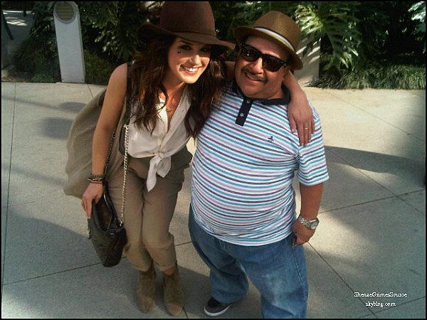 • 29 Mars 2011  •Shenae sortant du restaurant Trousdale à West Hollywood