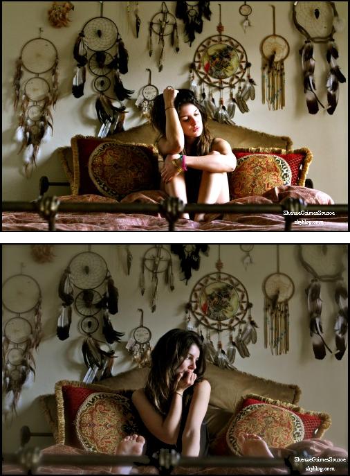 ______  ______• PhotoShoot Amateur  • ______Magnifique photo de Shenae dans un décors indien qu'elle à posté sur son site officiel ______