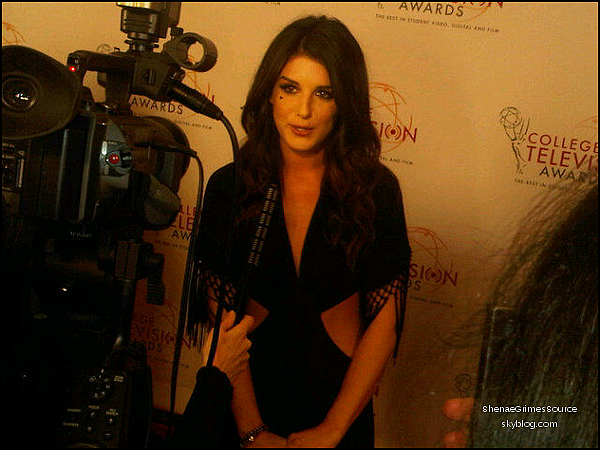 ______  ______• 9 Avril 2011 • ___Shenae était présente à la soirée 32 ème College TV Awards   ______