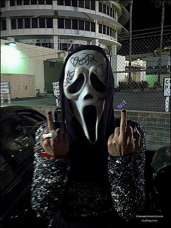 ______  ______• 11 Avril 2011 • ___Shenae à la 1er mondial de Scream 4 dans lequel elle fait  ___________________une apparition.    ______