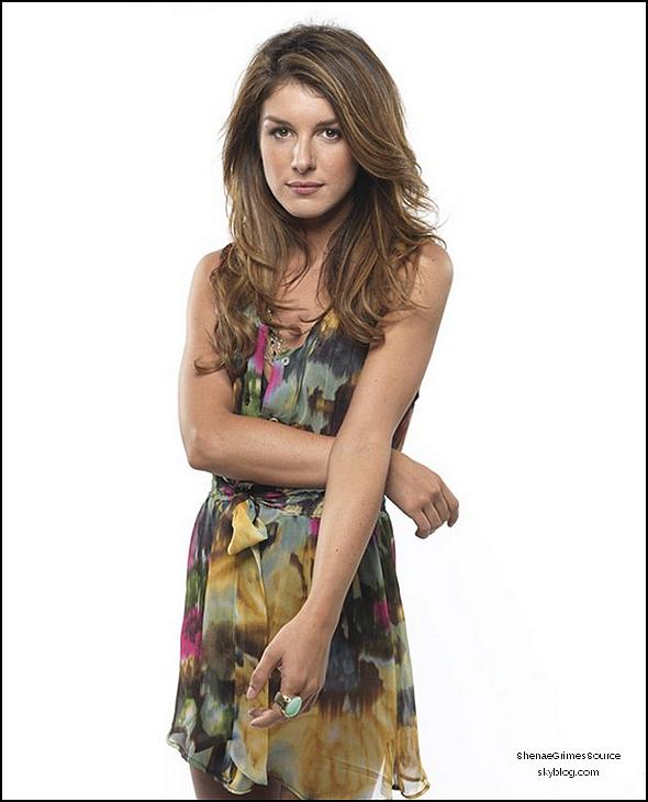 ______  ______• 19 Mai 2011  • ___ Shenae Grimes à la soirée pour la chaîne CW (qui diffuse 90210) en compagnie de ses co-star AnnaLynne McCord et Tristan Wilds à New York