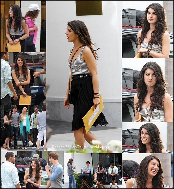 ______  ______• 10 Juillet 2011 • ___  Shenae Grimes et ses co-stars on repris le chemin du tournage de la série 90210.