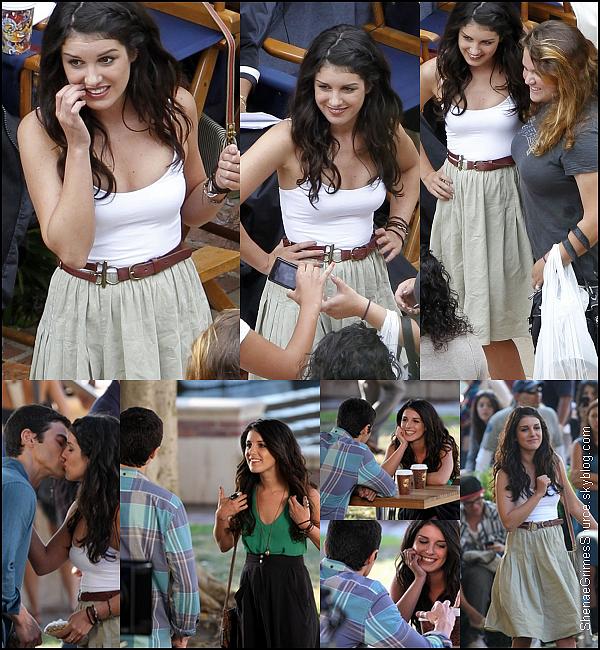______  ______• 14 Juillet 2011 • ___  Shenae Grimes et Matt Cohen tournant une scène pour 90210. Hors du tournage Shenae à posée avec ses fans