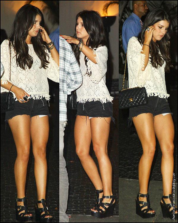 • 25 Août  2011 • ___Miss Shenae Grimes sortant de son cour de gym