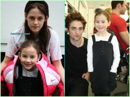 Flash-Back -- Photo de Kris puis de Rob posant avec Catherine Grimme, la mini Bella dans Fascination en 2008 sur le set de Twilight.     Sur la photo de Rob on peut voir Kellan et une tête blonde en pleine transformation mdr' ! Et sur celle de Kris, qu'elle porte un bonnet qui ressemble énormement à celui de Rob .. *_*